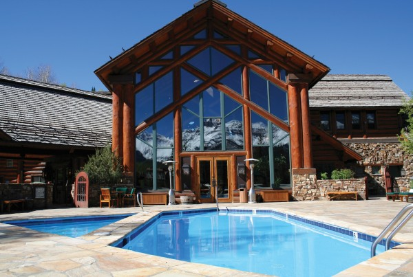 mlt_lodge-with-pool-in-foreground_hr