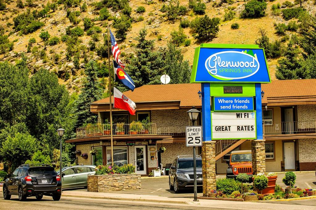 Glenwood Springs Inn exterior